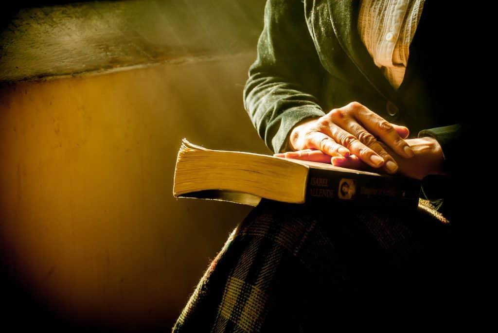 bible book-1421097_1920