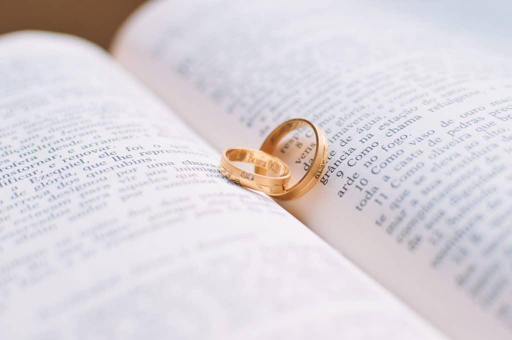 bible - couple-1284225_1920