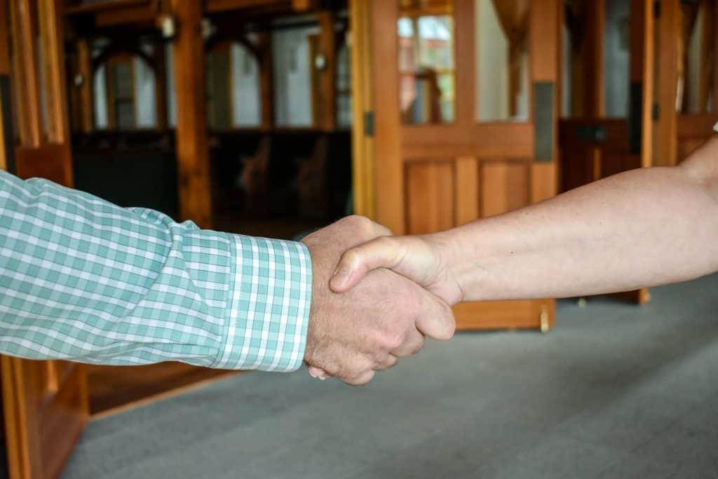 hand shake 1 SM- Copy